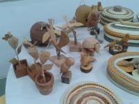 artesaos-aproveitam-restos-de-madeira-para-produzir-artesanatos